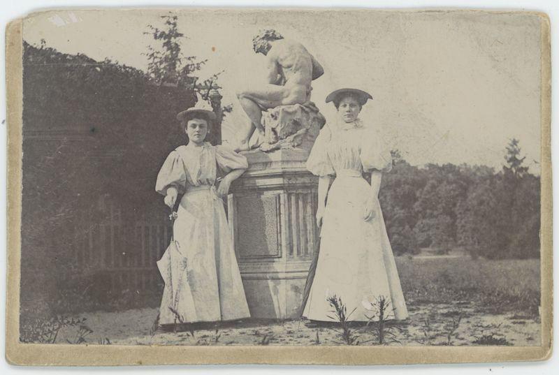 Dwie kobiety w parku