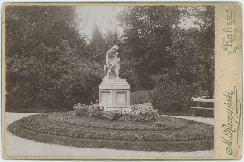 Rzeźba Sandalarki, Kalisz