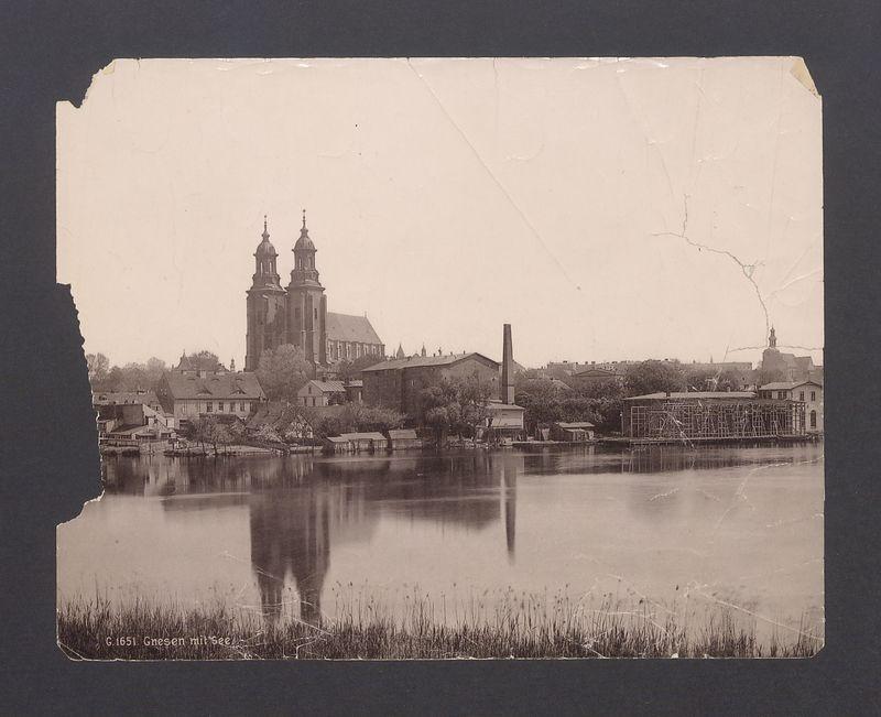 Widok na katedrę od strony jeziora Jelonek.