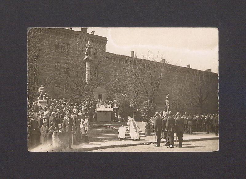 Święto 69 Pułku Piechoty. Msza polowa na dziedzińcu koszarowym w dniu 3 maja 1929 r.