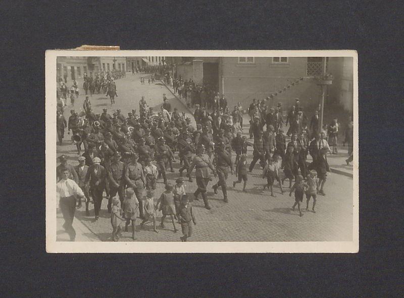 Wymarsz żołnierzy 69 Pułku Piechoty z koszar w kierunku Biedruska.
