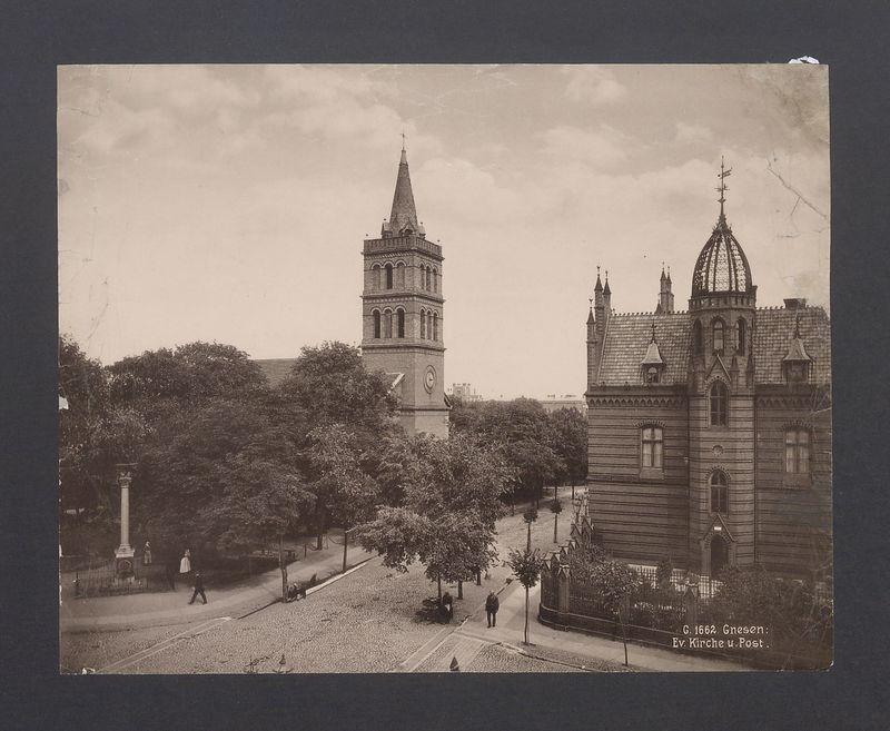 Kościół ewangelicki i poczta.
