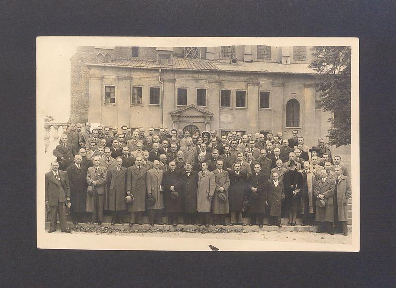 Zjazd drukarzy przed katedrą.