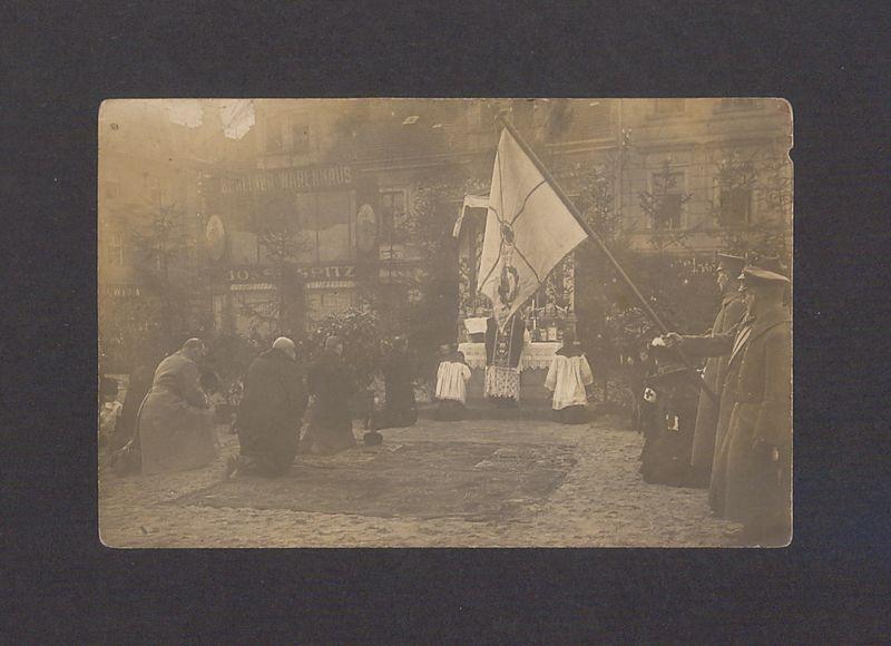 Święto 69 Pułku Piechoty w Gnieźnie. Poświęcenie sztandaru na Rynku.