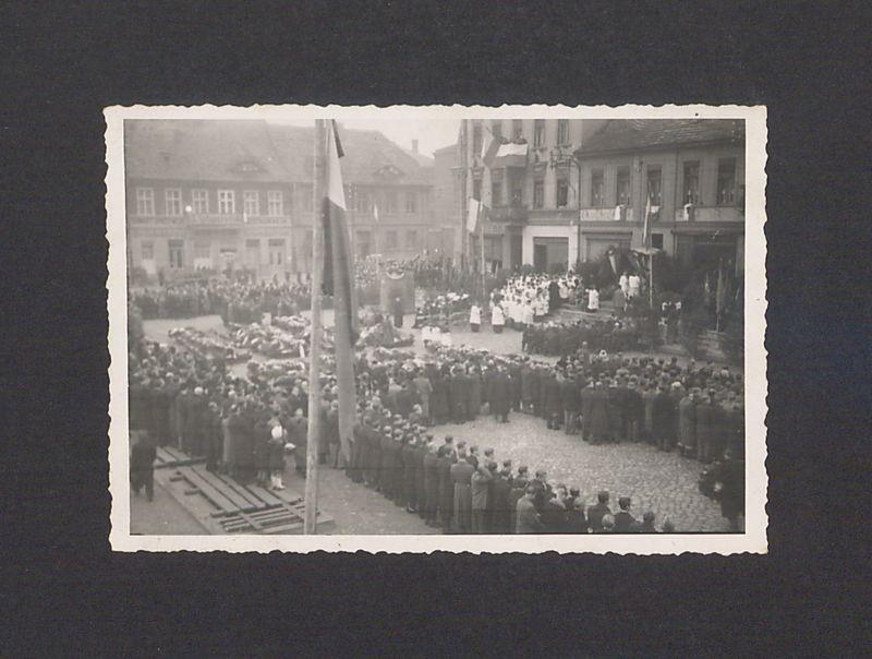 Powtórny pogrzeb pomordowanych w Rawiczu.