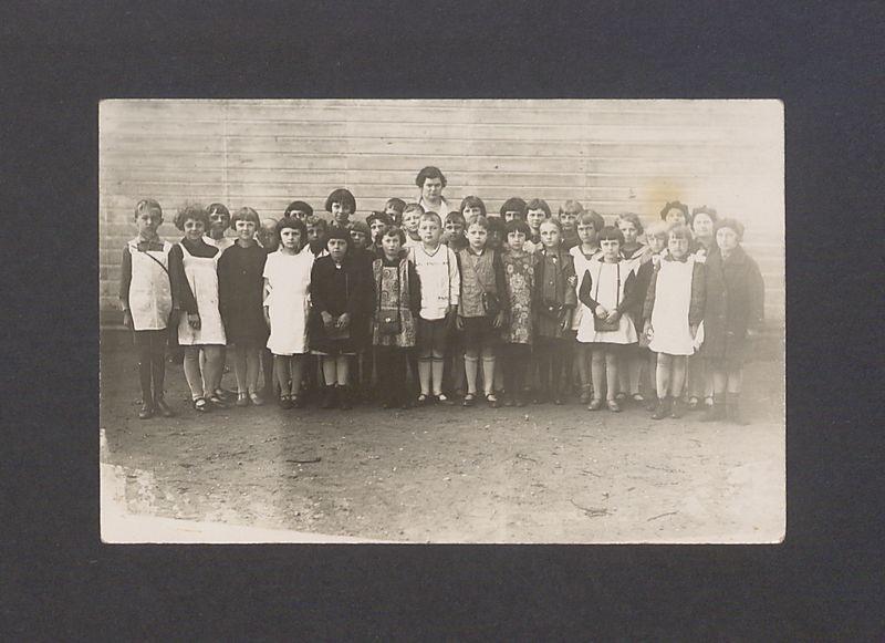 Uczniowie szkoły pani Wnukowskiej, rocznik 1928/1929. Wśród uczniów syn Leona Barciszewskiego.