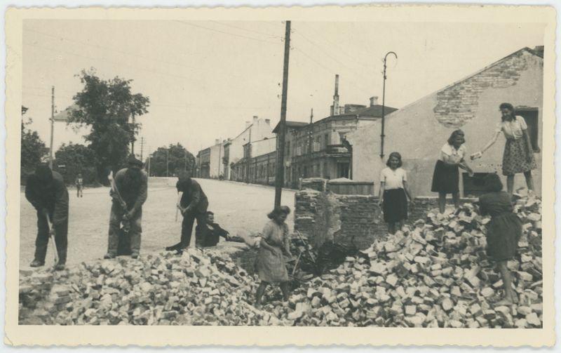 Rozbiórka domu przy ulicy Warszawskiej w Kaliszu