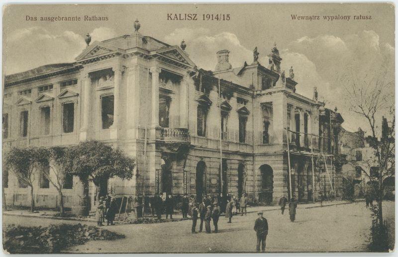 Wewnątrz wypalony ratusz, Kalisz 1914/15